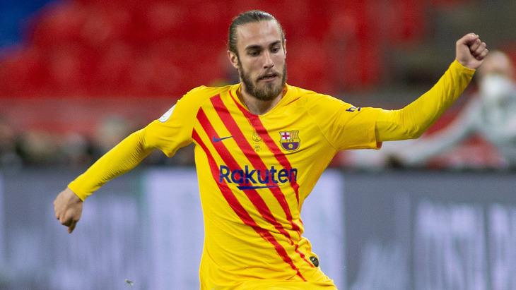 «Барселона» продлила контракт с защитником