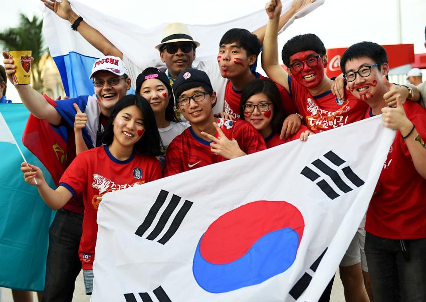 его корейцы фото людей устанавливаются столб одной