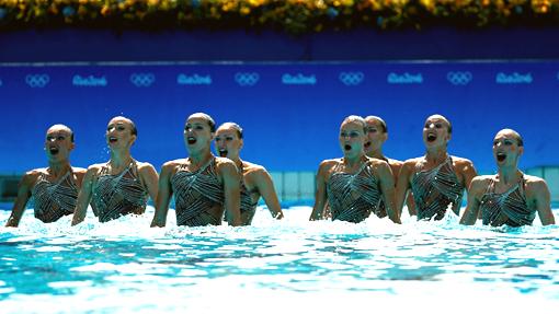 Россиянки уверенно выиграли техническую программу наОлимпиаде всинхронном плавании