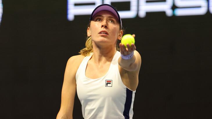 Александрова уступила Азаренко на старте турнира в Мадриде